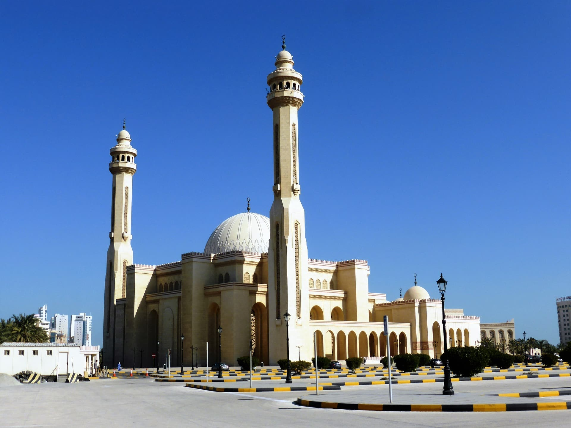 Bahrain Limo Rates, How much to rent a Limo in Bahrain ...